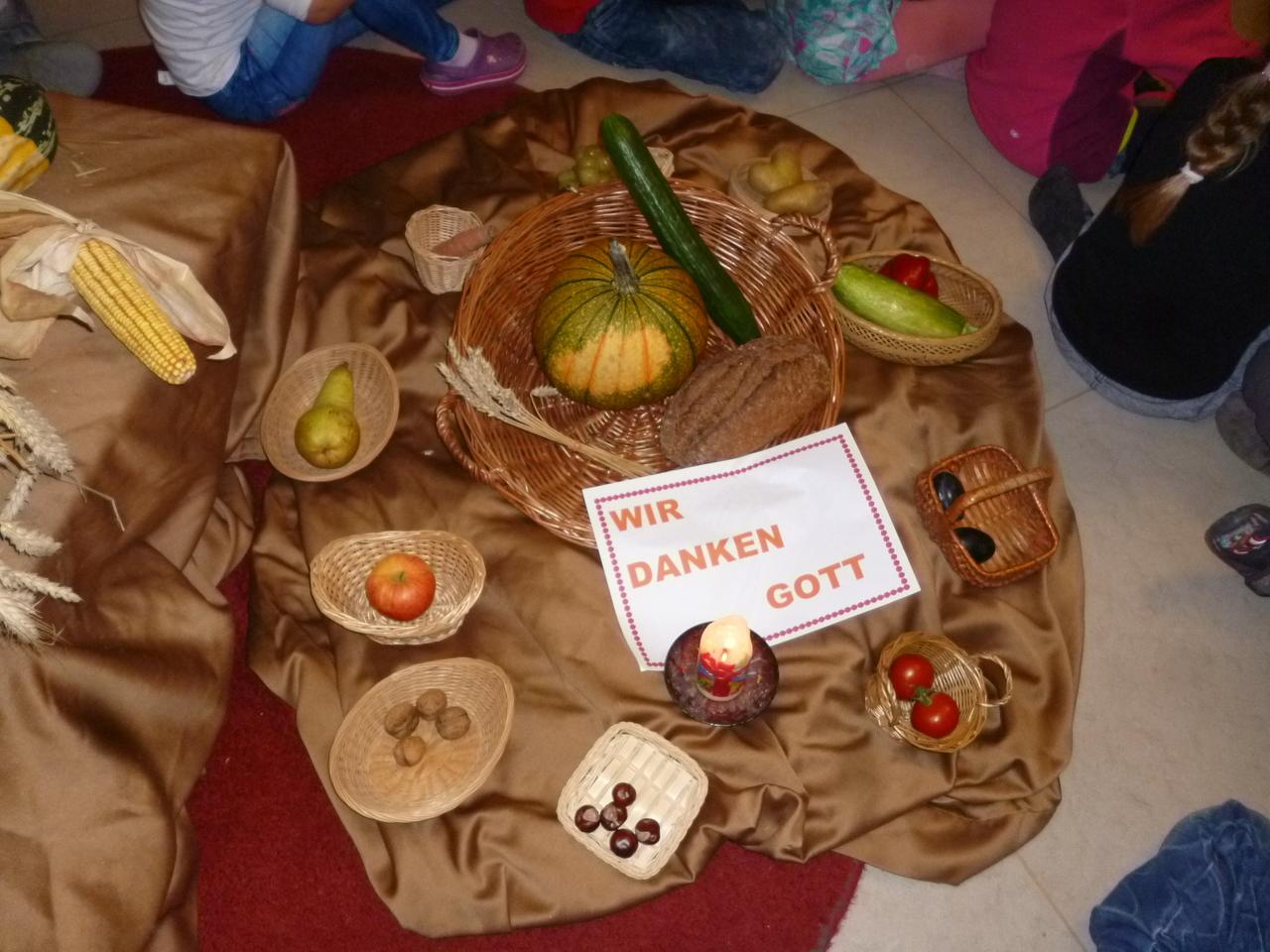 Außergewöhnlich Kindergarten ULF Würzburg - Wir feiern Erntedank &SF_57